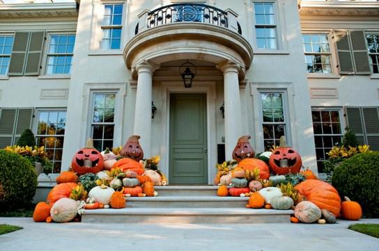 Como decorar fachadas de casas para Halloween