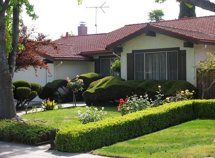 Frentes de casas con jardin for Fachadas de jardines para casas