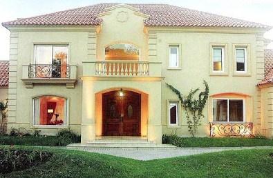 Fachadas de casas con techos a dos aguas for Casas clasicas modernas