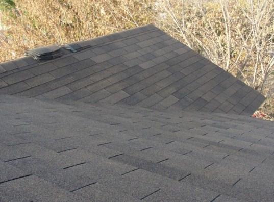 Como colocar tejas asfalticas en techos con pendiente