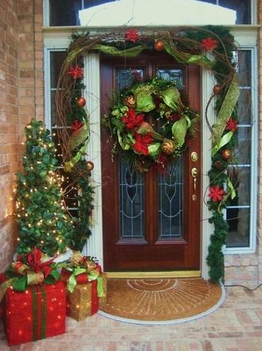 coronas de navidad para puertas de casas