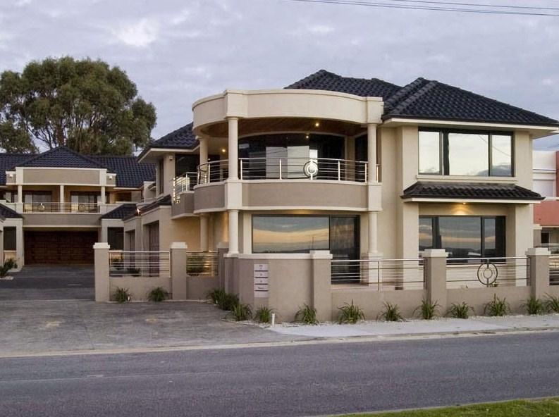 Fachada de casa moderna con balcon redondo