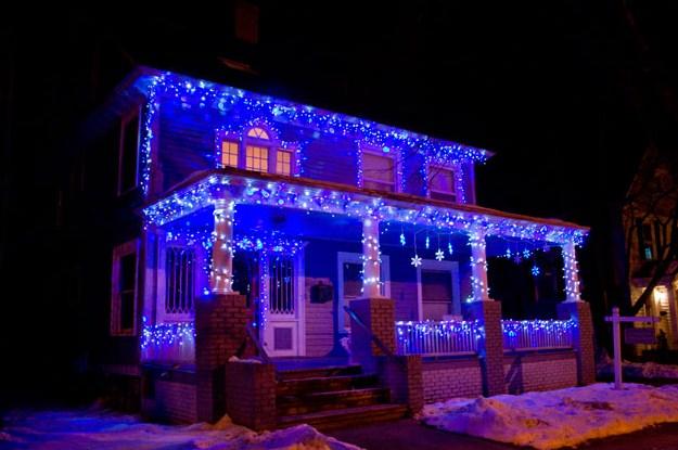 Fachadas adornadas para navidad con luces