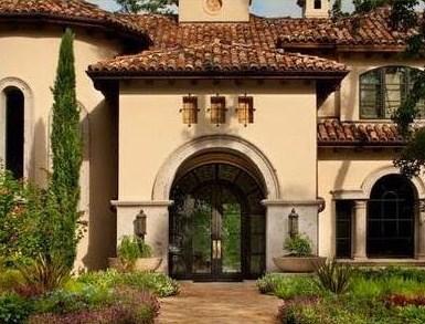 Fachadas con arcos coloniales