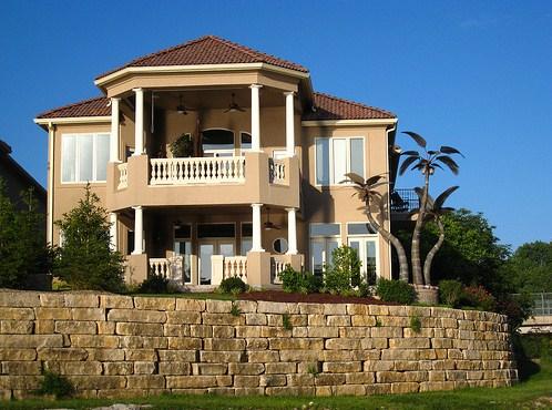 Fachadas de casas coloniales modernas for Pisos elegantes para casas