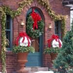 Fachadas de casas con adornos navideños