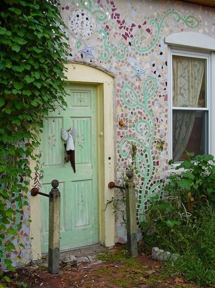 Fachadas de casas con collage de mosaicos