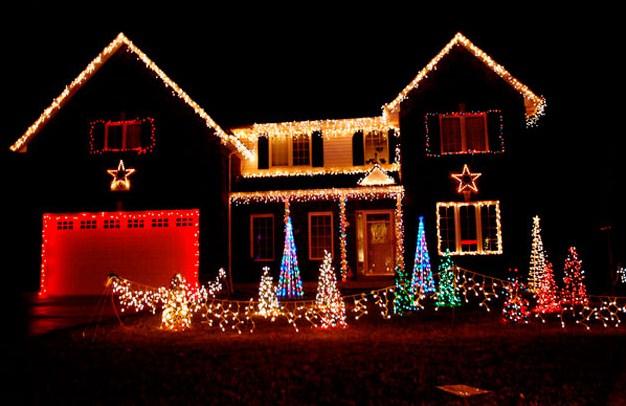 Frentes de casas con luces navide as for Luces para exterior de casa