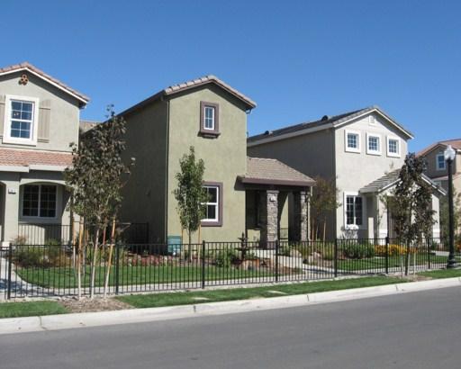 Fachadas de casas con tejas esmaltadas for Fachadas de casas con teja