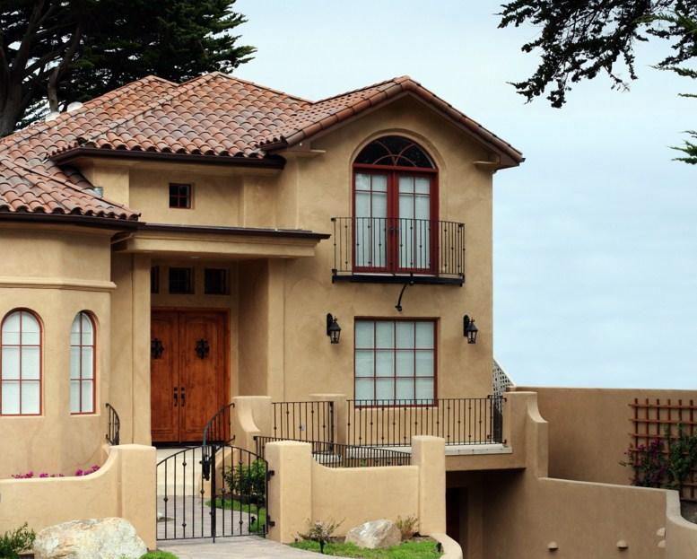 Fachadas de casas de 2 pisos con tejas