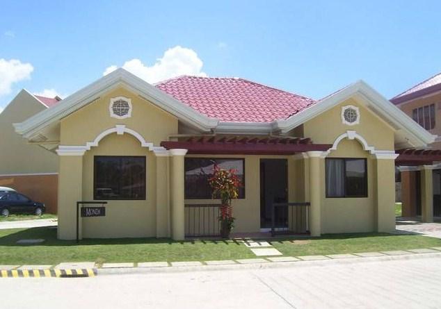 Fachadas de casas pequeñas con arcos de estilo colonial