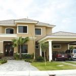 Fachadas de casas con molduras