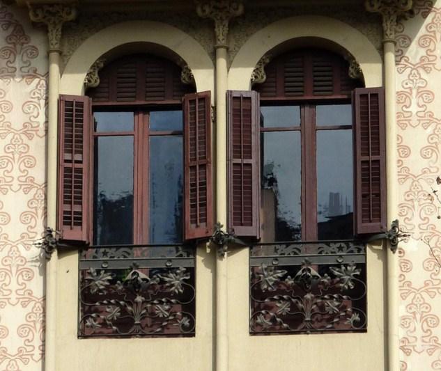 Casas con ventanas de arco