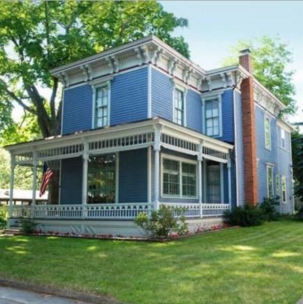 Fachadas de casas bonitas de color celeste