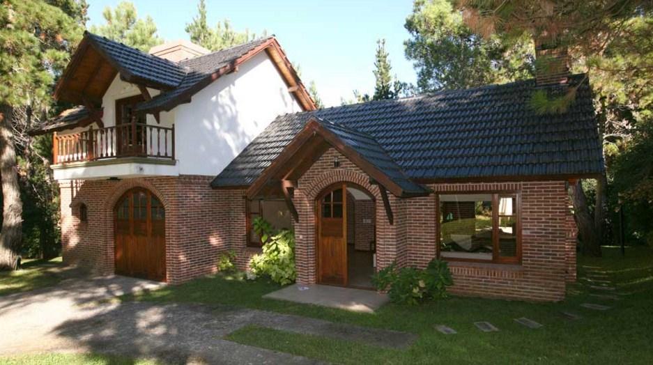 Fachadas de casas clásicas con ladrillos