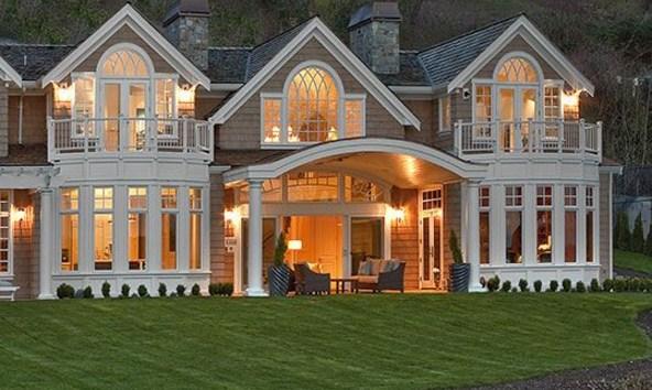 Fachadas de casas clasicas con ventanas panoramicas