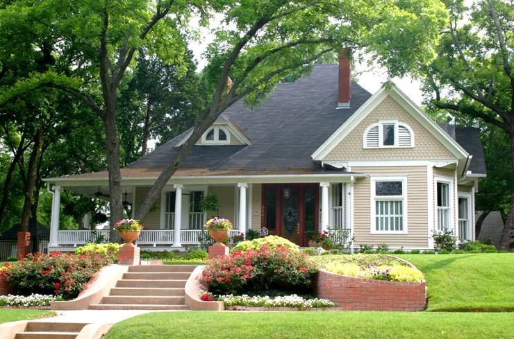 Fachadas de casas con buhardilla