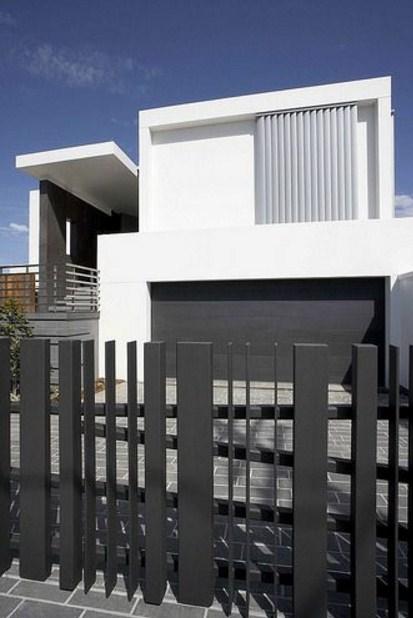 Fachadas de casas con rejas verticales modernas