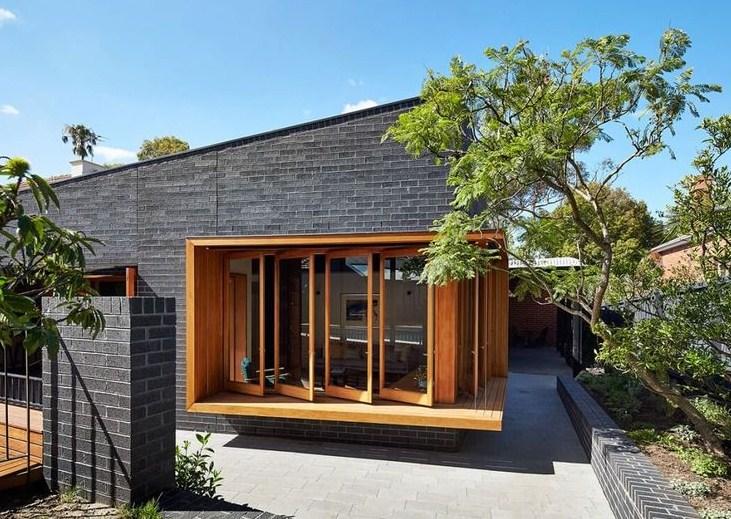 Fachadas de casas con ventanas de madera modernas