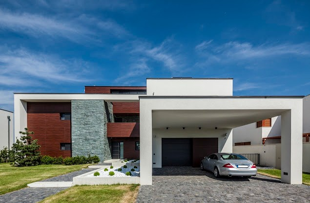 Fachadas de casas con ventanas pequeñas