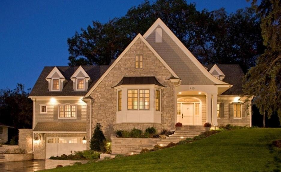 Fachadas de casas grandes con buhardilla