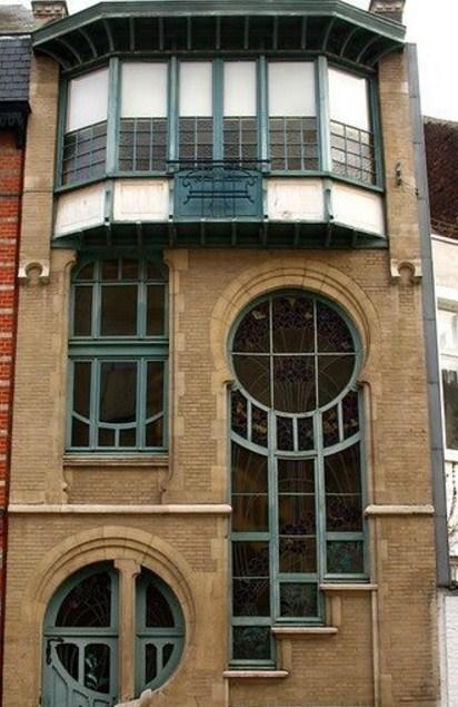 Frentes de edificios con ventanas redondas