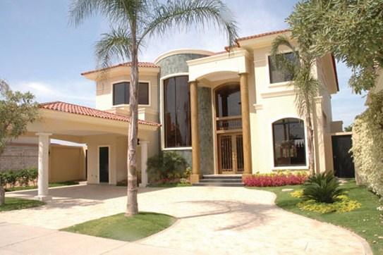 Fachadas de casas con ventanas de arco for Casas modernas terreras