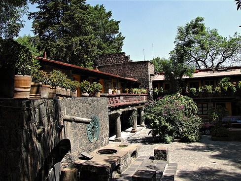 Casas con piedra volcanica
