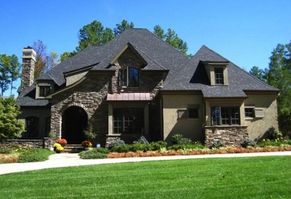 Fachadas de casas con ladrillos rusticos de piedra