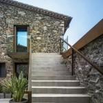 Fachadas de casas con piedra volcanica