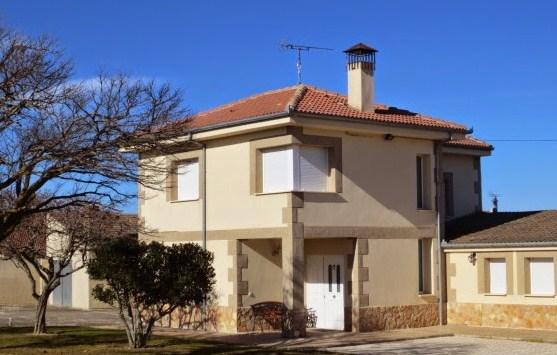 Zocalos para fachadas materiales para fachadas ventiladas for Fachadas de piedra para casas pequenas
