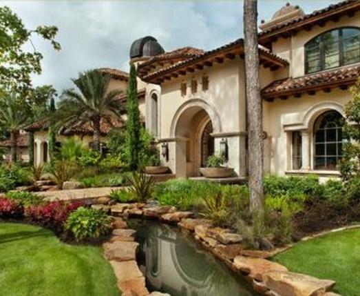 Fachadas de casas grandes con chaguaramos