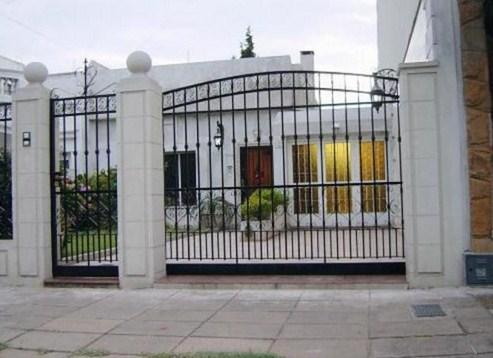 Fachadas de casas con hierro forjado for Fachadas de casas modernas con zaguan