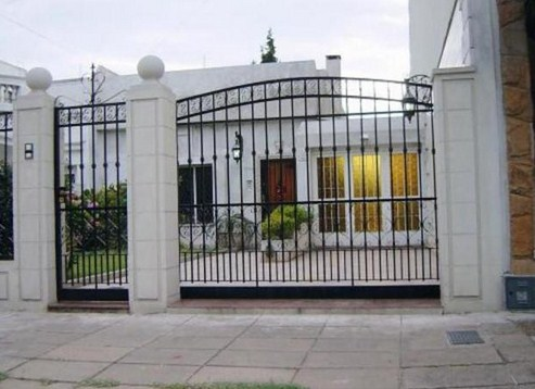 Fachadas de casas modernas con hierro forjado