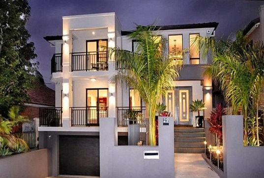 Fachadas de casas modernas con palmeras