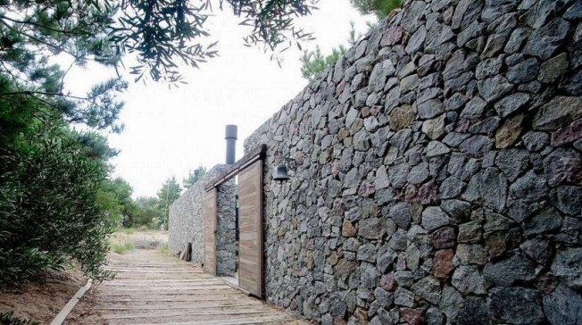 Volcanic stone for facades