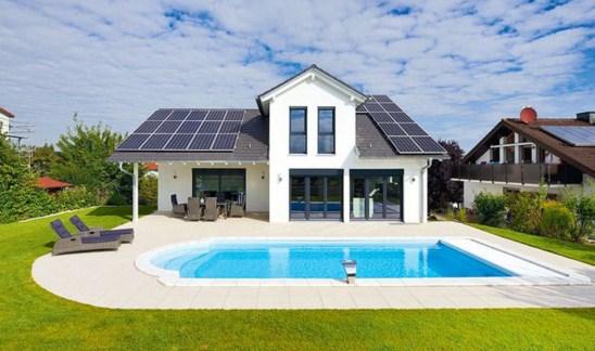 Casas con paneles solares en el techo