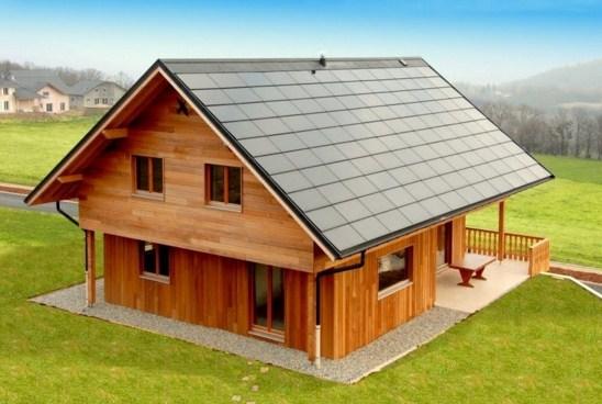 Casas de madera con paneles solares