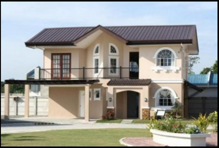 Fachada de casa colonial contemporánea