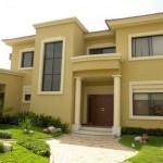 Fachada de casa con cortes rectos y dos pisos
