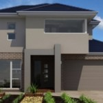 Fachada de casa en color gris con ladrillo visto