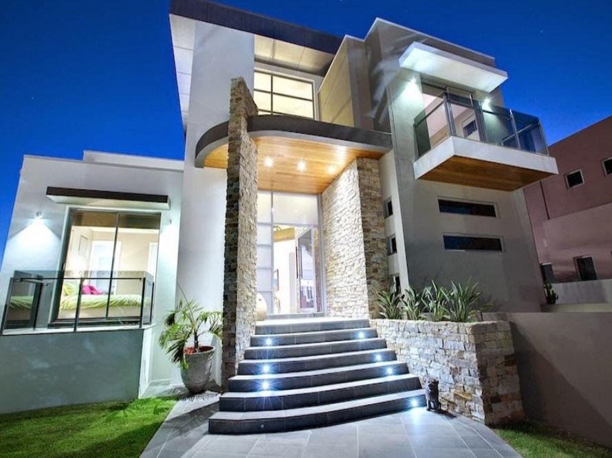 Fachada de casa lujosa e iluminada