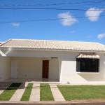 Fachada de casa simple con techo hacia el frente