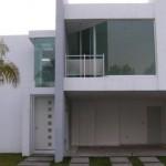 Fachada de duplex moderno con cochera