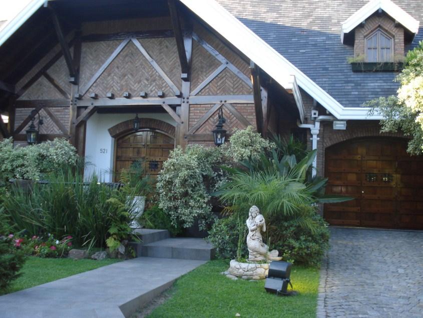 Fachadas de casas clasicas con fuentes