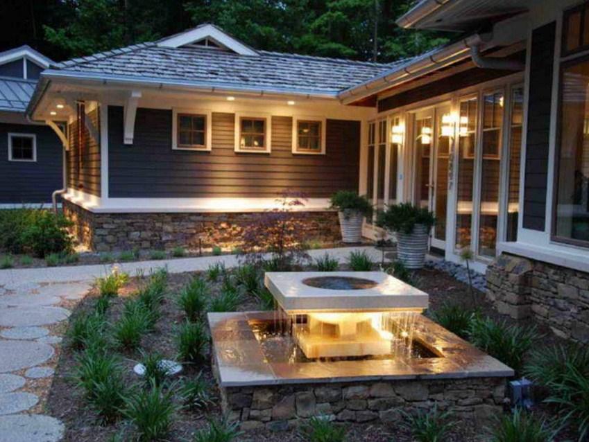 Fachadas de casas con fuentes de agua