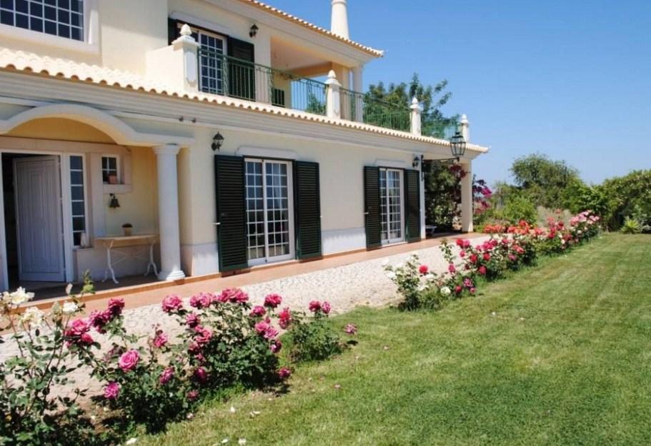Fachadas de casas con hermosos jardines for Fachadas de jardines para casas