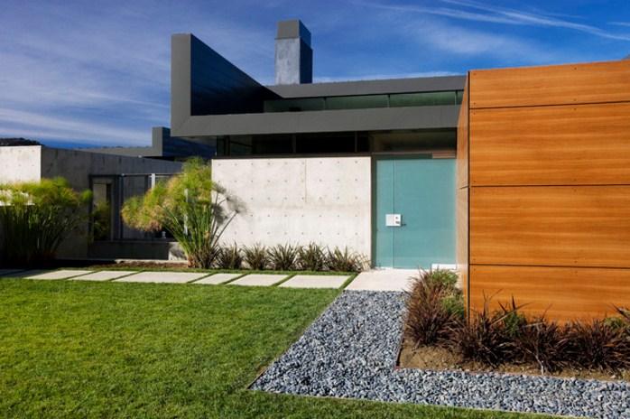 Fachadas de casas con hermosos jardines simples