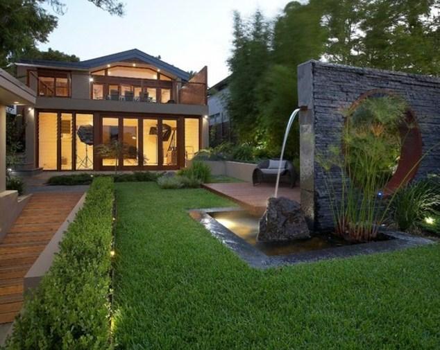 Casas con fuentes de agua for Casa con jardin al frente