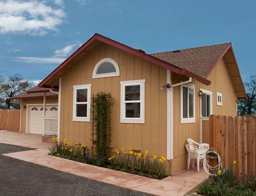 Fachadas de casas sencillas con entrada lateral